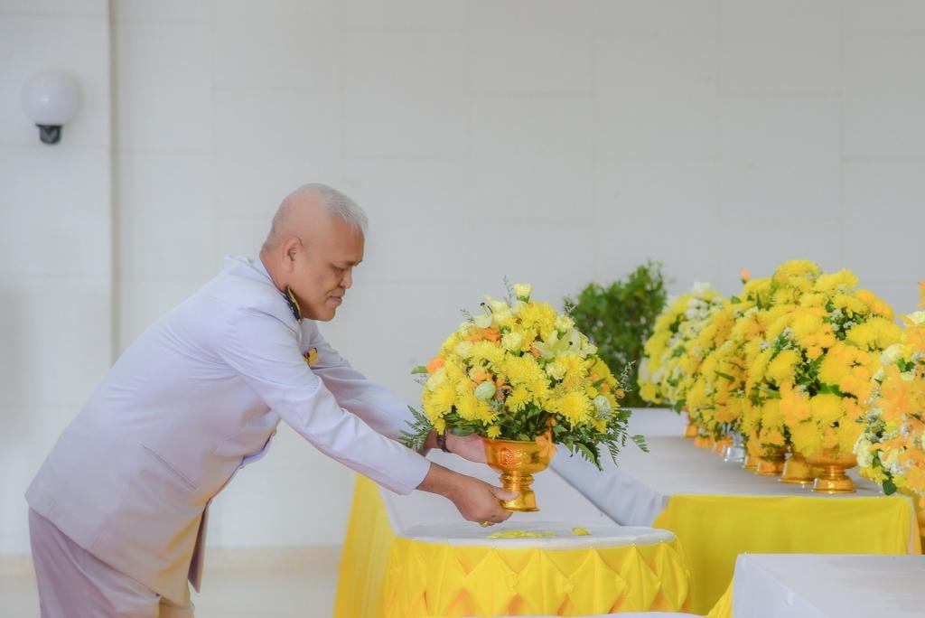 สพป.อุบลราชธานี เขต 1 ร่วมพิธีถวายพานพุ่มดอกไม้  เนื่องในวันพ่อแห่งชาติ 5 ธันวาคม